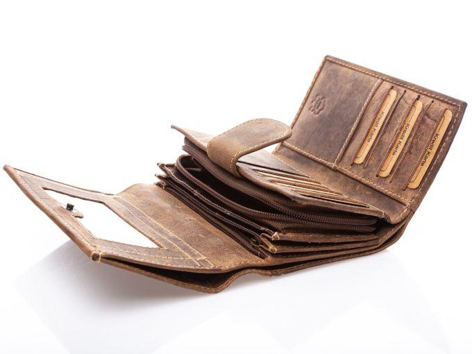 Bardzo przestronne wnętrze portfela
