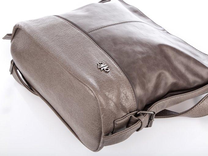 Spód torby ze stylizowanej na popekaną skóry ekologicznej