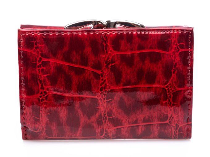 Intensywnie czerwona, cieniowana powierzchnia portfela z tyłu