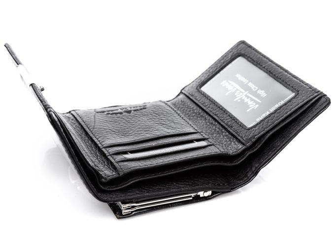 Dwie przegrody na banknoty wewnątrz portfela