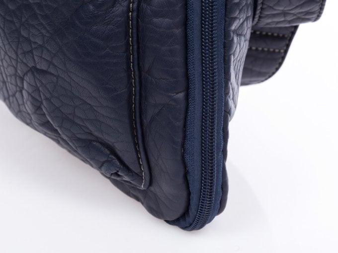 Możliwość poszerzania torebki za pomocą suwaka
