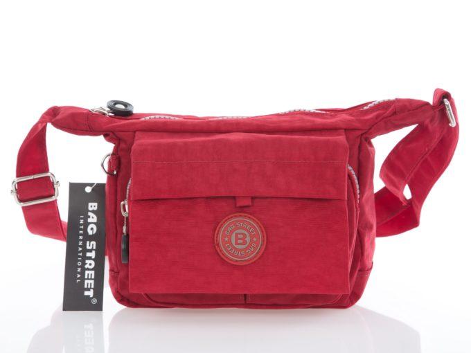 Bardzo mała czerwona torebka turystyczna z kreszu