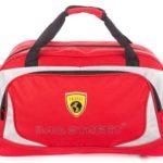 Czerwona torba podróżna sportowa
