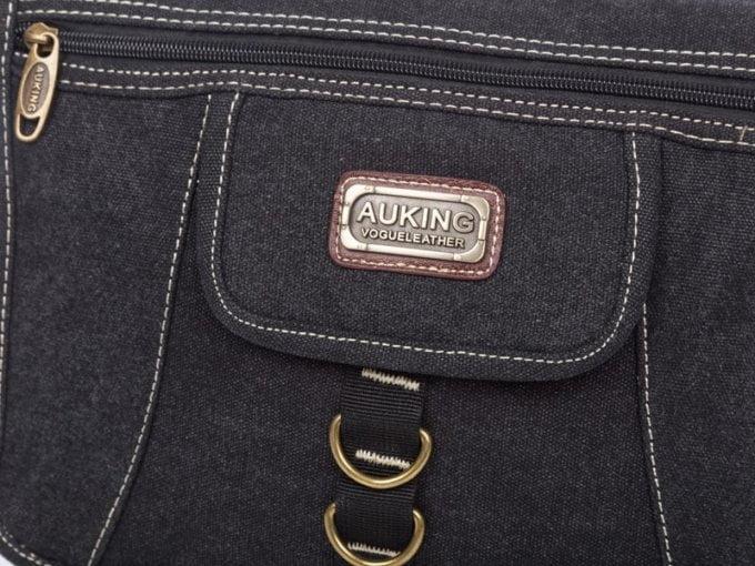 Zbliżenie na logo Auking