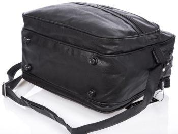 Duża oraz bardzo pojemna czarna torba męska typu listonoszka na ramię marki Bag Street.
