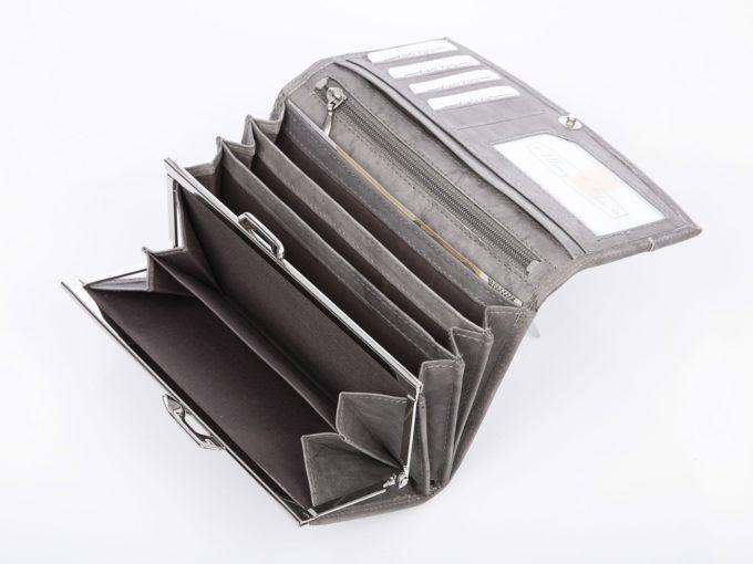 Kieszeń na bilon zamykana wewnątrz portfela na metalowy bigiel