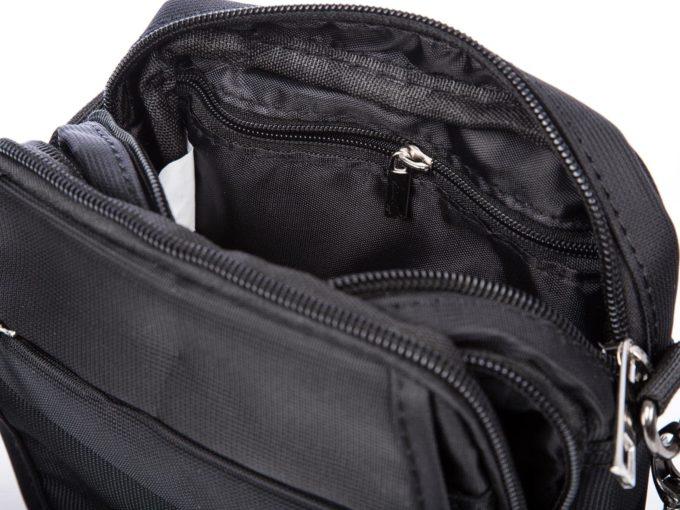 Wewnątrz torby dodatkowa bezpieczna kieszeń zamykana na suwak