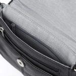 Wnętrze torby z kieszonką w środku
