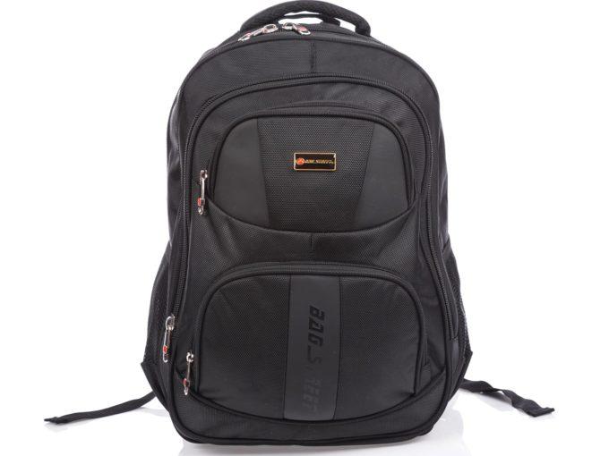 Sportowy czarny plecak na laptopa