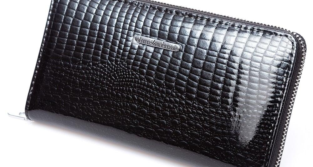 Czarny portfel lakierowany