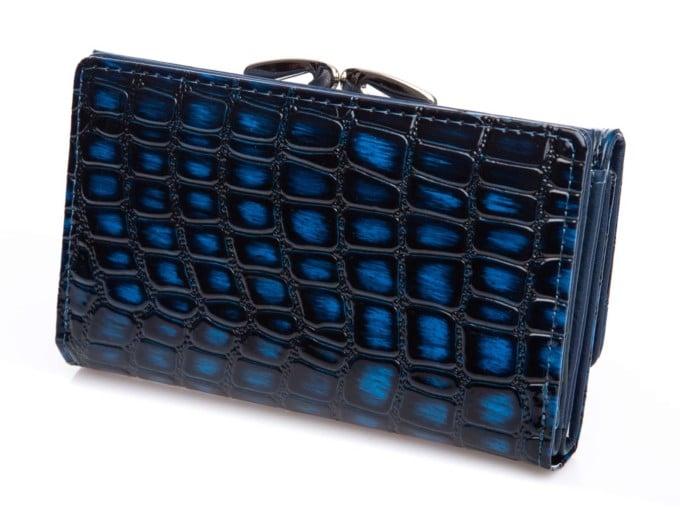 Niebiesko czarny wzór skóry krokodyla