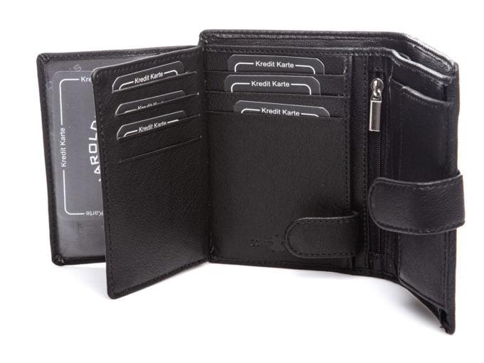 Panele na karty w środku portfela