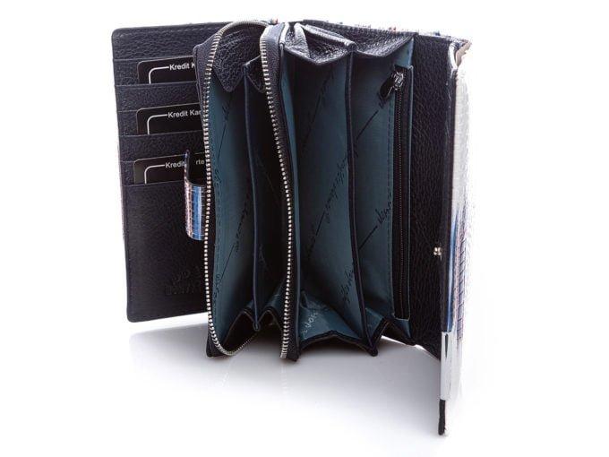 Bardzo pojemne wnętrze portfela