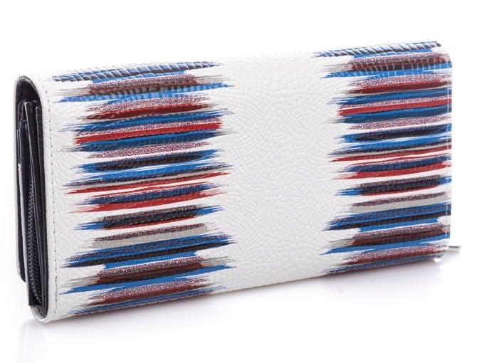 Wzór złożony z kolorowych pasów, z tyłu portfela