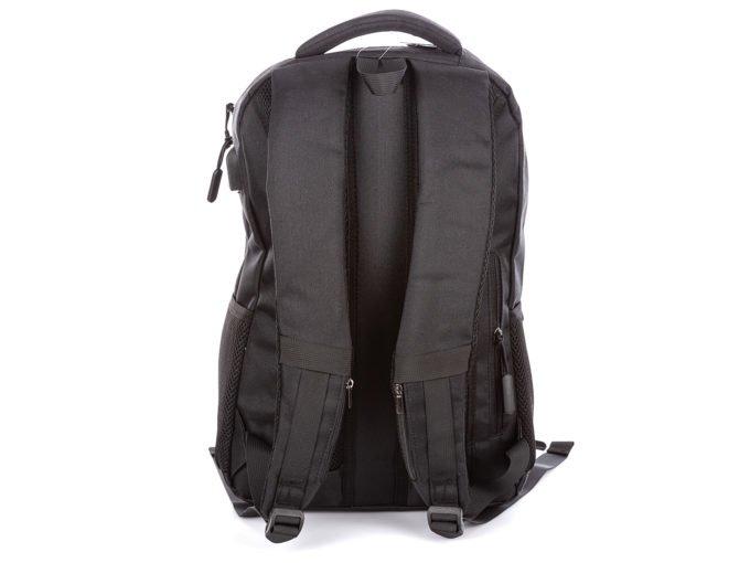 Dodatkowe kieszonki na szelkach z tyłu plecaka