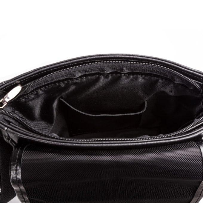 Skórzana kieszeń na telefon wewnątrz torby