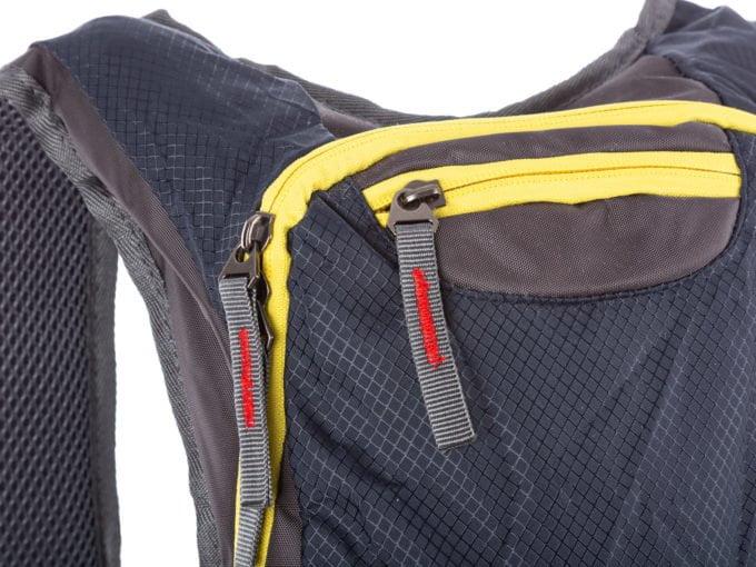 Kieszonka z przodu, na górze plecaka