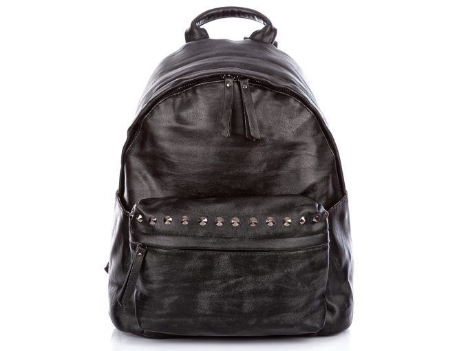 Czarny plecak damski z ćwiekami