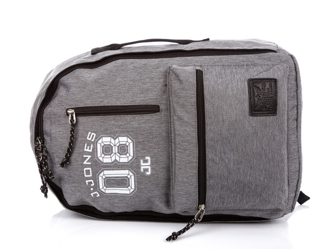 Plecak można nosić bokiem jak torbę